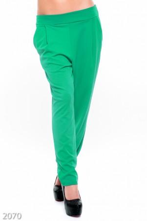 ISSA PLUS: Классические брючки свободного кроя зеленого цвета 2070_зеленый - главное фото