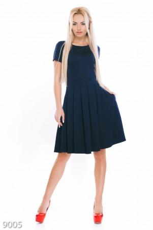 ISSA PLUS: Фактурное трикотажное платье синего цвета с коротким рукавом 9005_синий - главное фото