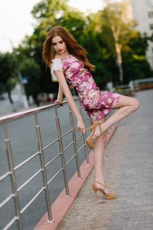 Lilo: Бордовое платье футляр с кружевом на рукаве 08044 - главное фото