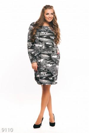 ISSA PLUS: Черное с белым рисунком платье из французского трикотажа с карманами 9110_черный/белый - главное фото