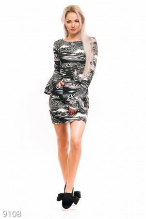 ISSA PLUS: Черно-белое облегающее платье с карманами и воланом на рукавах 9108_мультиколор - главное фото