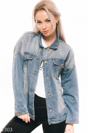 ISSA PLUS: Куртка из голубого джинса с черной вышивкой на спине 2303_синий - главное фото