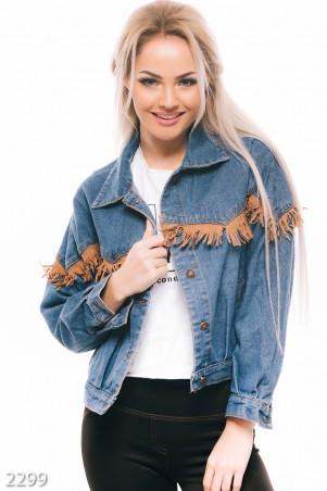 ISSA PLUS: Синяя джинсовая куртка с замшевой короткой бахромой 2299_синий - главное фото