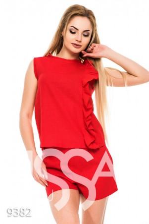 ISSA PLUS. Красный костюм без рукавов с шортами и рюшем сбоку. Артикул: 9382_красный