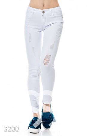ISSA PLUS. Простые узкие джинсы белого цвета с протертостями. Артикул: 3200_белый