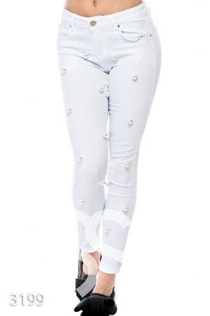 ISSA PLUS. Белые джинсы с крупным искусственным жемчугом. Артикул: 3199_белый