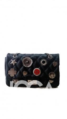 ISSA PLUS: Черная сумочка-клатч из прошитой эко-кожи с фурнитурой AMG-A805_черный - главное фото