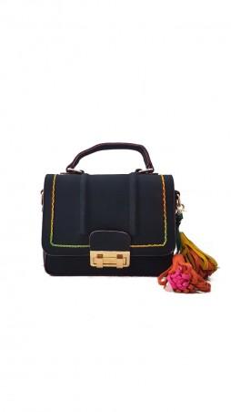 ISSA PLUS: Черная замшевая сумочка с цветным декоративным швом и кисточками AMG-7018_черный - главное фото