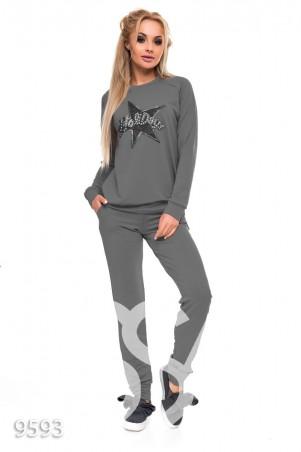 ISSA PLUS. Серый спортивный костюм с аппликацией звезды на груди. Артикул: 9593_серый