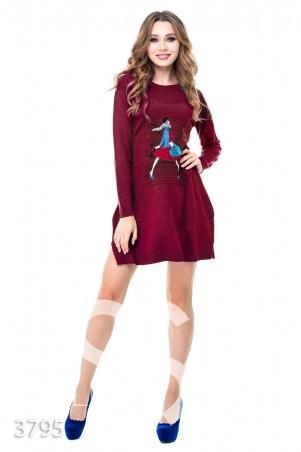 ISSA PLUS: Бордовое вязаное платье-трапеция с разрезами и аппликацией французской модницы 3795_бордовый - главное фото
