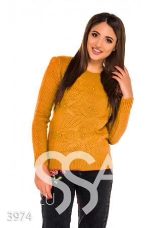 ISSA PLUS. Горчичный демисезонный свитер с крупным узором и бусинами в тон. Артикул: 3974_горчичный