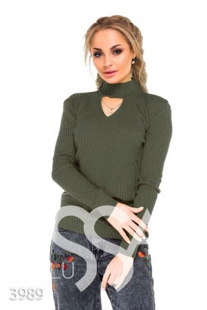 ISSA PLUS. Серо-зеленый свитер в рубчик с высоким горлом и треугольным вырезом. Артикул: 3989_хаки