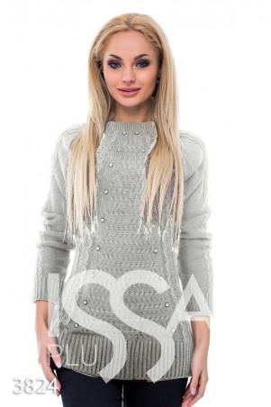 ISSA PLUS. Серый удлиненный свитер с объемным рисунком и жемчугом в тон. Артикул: 3824_серый