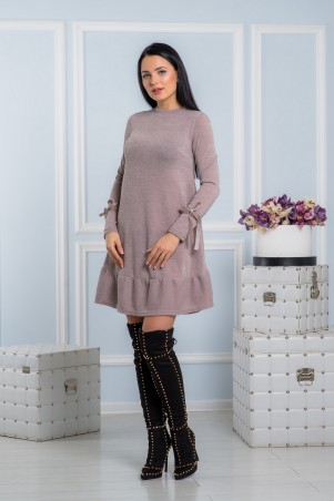 A-Dress. Теплое бежевое ангоровое платье с рюшей в бархатными лентами. Артикул: 70672
