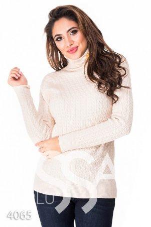 ISSA PLUS. Бежевый полуоблегающий свитер с высоким горлом в мелкий вязаный рисунок. Артикул: 4065_бежевый