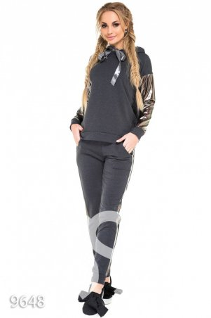 "ISSA PLUS. Серый спортивный костюм с рукавами и лампасами ""металлик"". Артикул: 9648_серый"