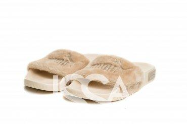 ISSA PLUS: Бежевые меховые тапочки с вышивкой на плотной подошве PA-01_бежевый - главное фото