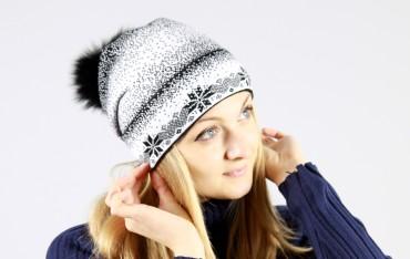 Bakhur. Вязаная шапочка с снежинками с меховым бубоном. Артикул: 2044