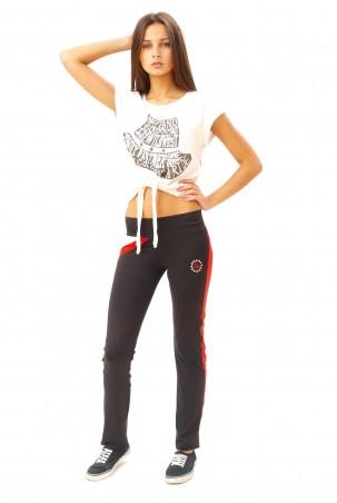 ISSA PLUS: Узкие эластичные спортивные брюки черного с коралловым цветов 062_черный/корал - главное фото