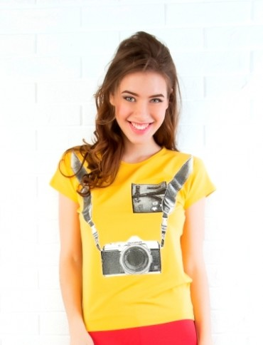 ISSA PLUS: Желтая футболка с принтом Фотоаппарат 31_желтый - главное фото