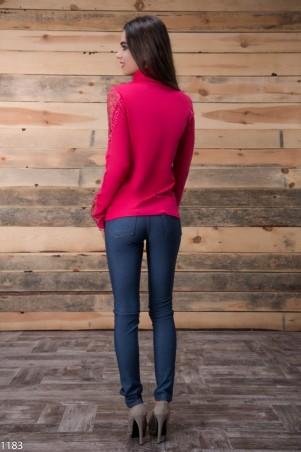 ISSA PLUS: Малиновый свитер с меховым оплечьем 1183_малиновый - главное фото