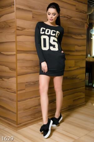 ISSA PLUS: Черное спортивное платье из двунити с принтом и стразами 1629_черный - главное фото