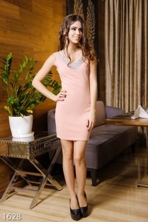 ISSA PLUS: Розовое фактурное платье декорированное стразами по линии выреза 1628_розовый - главное фото