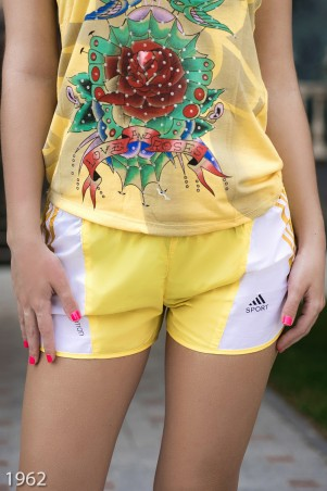 ISSA PLUS: Спортивные легкие шорты желтого цвета с боковыми вставками 1962_желтый - главное фото