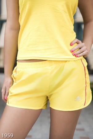 ISSA PLUS: Спортивные легкие шорты желтого цвета с тонким лампасом 1959_желтый - главное фото