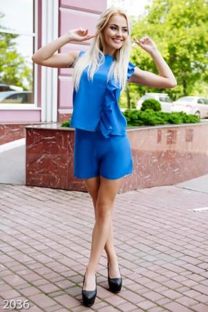 ISSA PLUS: Ярко-синий костюм с шортами и майкой украшенный широким рюшем 2036_электрик - главное фото
